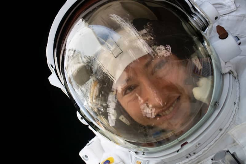 Record-breaking US astronaut set to return to Earth